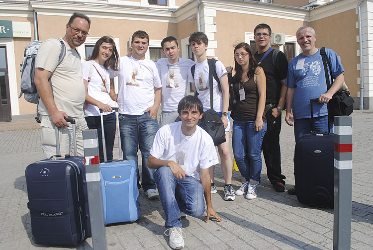 The departure of the participants. From left to right Ivica Cikovic, Ivana Barisic, Andrei Balan, Gabriel Alexandru Tudor, Galla Uroic, Madalina Stancu, Sandi Segota and Damir Segon (credit Andrei Matache).