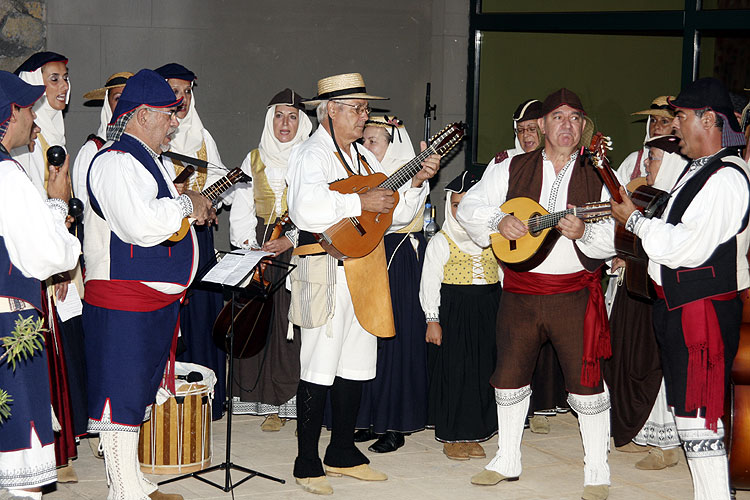 Thursday evening, the local folklore group welcomed all IMC participants with music and dance (credit Bernd Brinkmann).