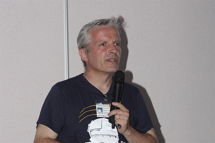 Damir Šegon with his lecture 'Draconids 2011 outburst observations by Croatian Meteor Network' (credit Bernd Brinkmann).