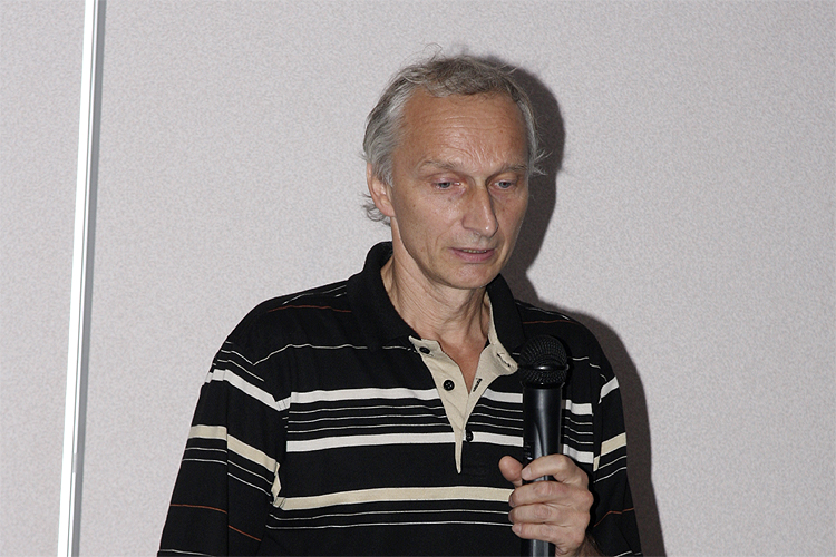 Leonard Kornoš with his lecture 'Draconids 2011 from AMOS (All-sky Meteor Orbit System) cameras' (credit Bernd Brinkmann).