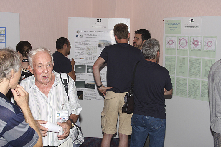 During the poster session: Leonard Kornoš talking with Eduard Pittich (credit Bernd Brinkmann).