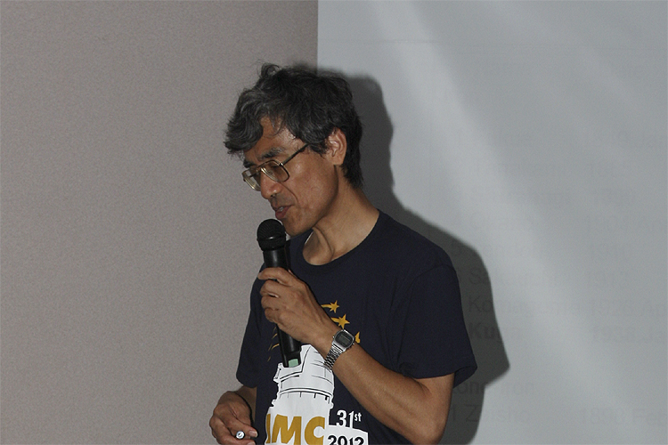Nagatoshi Nogami with his lecture: 'Meteorites in Japan' (credit Bernd Brinkmann).