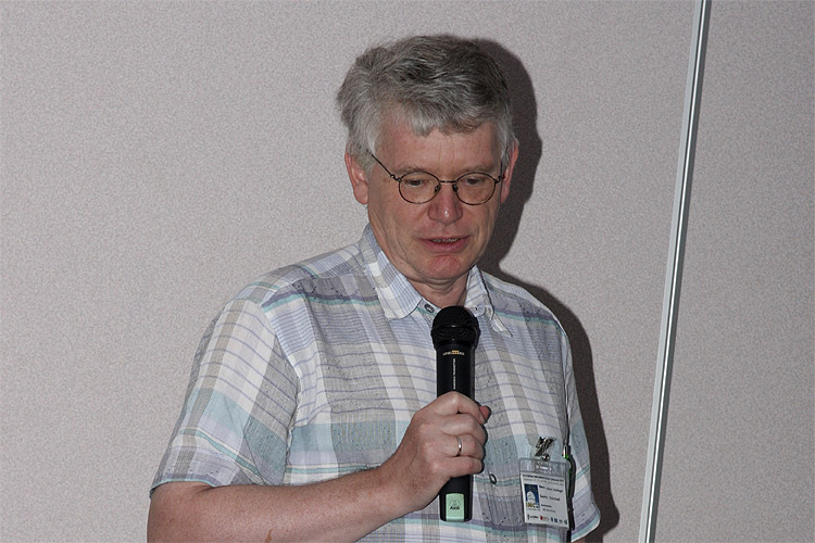 Gerhard Drolshagen with the lecture: 'Development of fireball database' (credit Bernd Brinkmann).