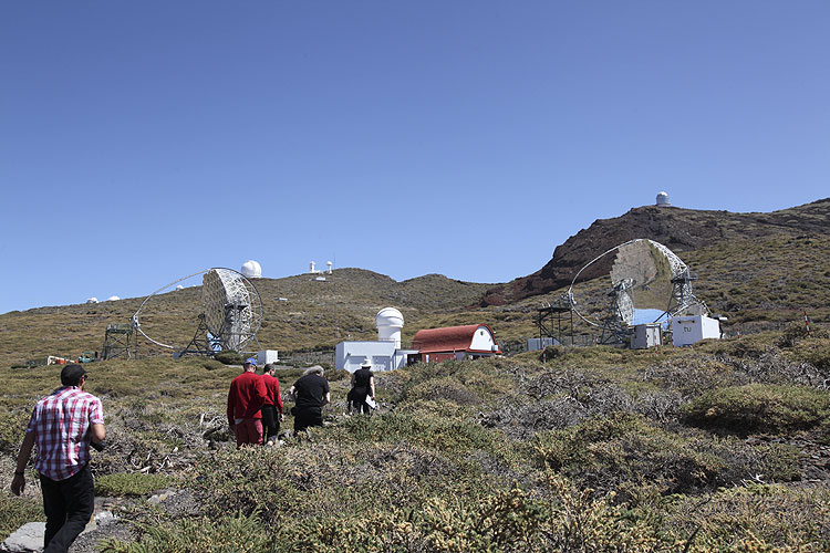 During the excursion: walking to the Magic telescope (credit Dominique Richard).