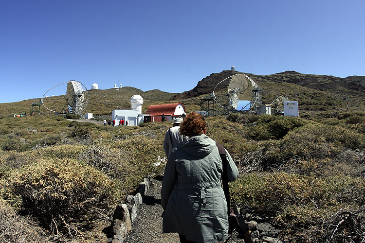 During the excursion: walking to the Magic Telescope (credit Bernd Brinkmann).