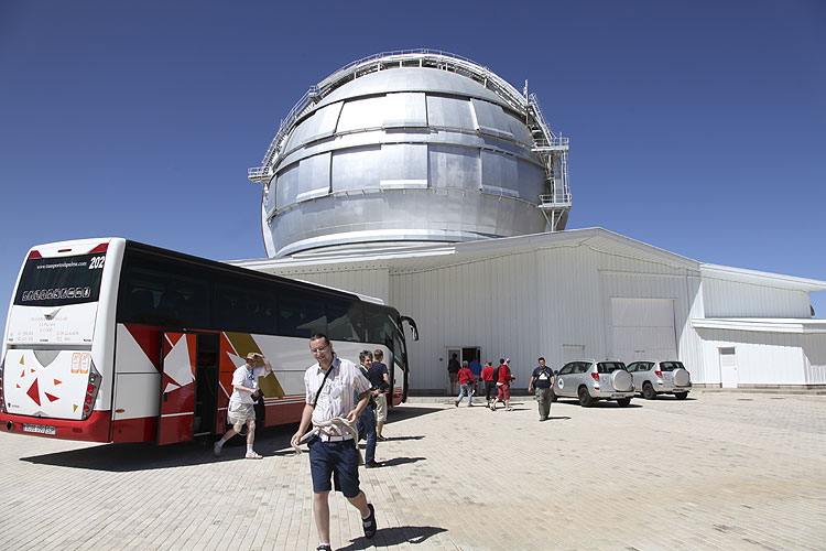 During the excursion: arriving at the 10 m telescope, in front Matej Korec (credit Dominique Richard).