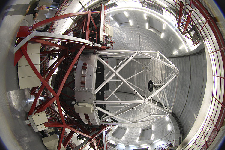 During the excursion: the 10 m telescope (credit Bernd Brinkmann).
