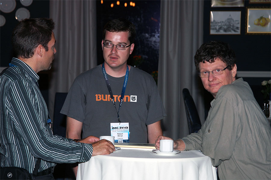 First night socializing: Johan Kero, Robert Wyrek and Detlef Koschny. (credit Bernd Klemt).