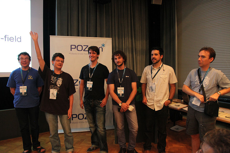 Presentation of the authors of the posters. From left to right: Paul Roggemans, Detlef Koschny (waving), Jure Atakanov, Alex Tudorica, Francisco Ocaña and Jérémie Vaubaillon. (credit Dominique Richard).