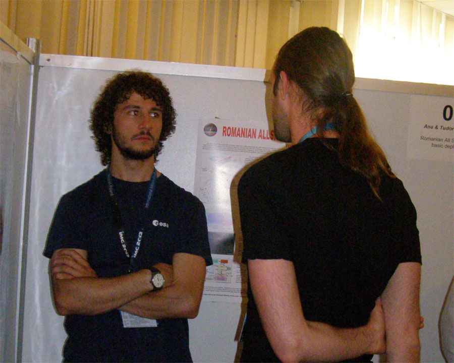 Alex Tudorica and his poster about the Romanian CAMS network talking to Luc Bastiaens (credit Adriana Roggemans).
