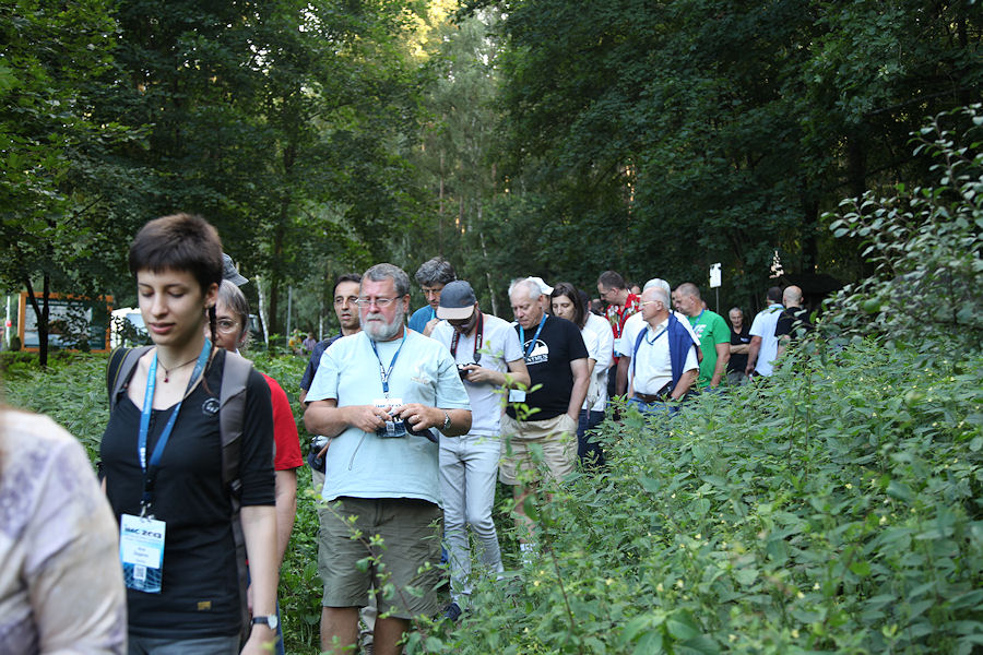 With 120 participants on a narrow path into the woods. In front Ana Žegarac, Irmgard Schmidt (partly hidden), Mihail Robescu and Jean-Louis Rault. (credit Dominique Richard).