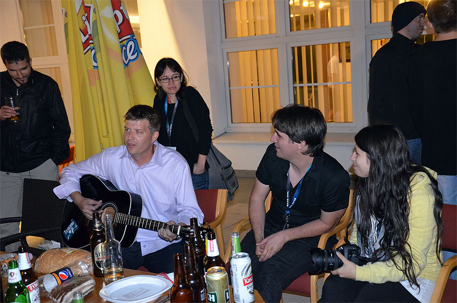 Last night of the IMC, party time with Kerem Çubuk, Mike Hankey (at the guitar), Urska Pajer, Jure Atackanov, Nina Smrekar and Javor Kac (looking away) (credit Axel Haas).