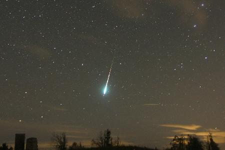 Orionid fireball on 2015 October 23 uploaded by Javor Kac