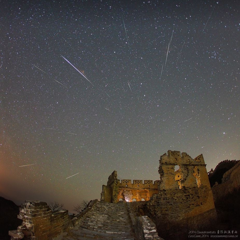 2014 Quadrantids display photographed from China by leo Lamm, at the foot of the Great Wall. Credit: Leo Lamm