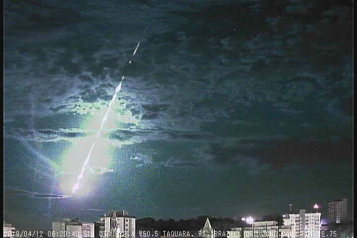 Screenshot of the video showing the April , 06h 20min UT Brazilian fireball as filmed from Taquarra (RS). Credit: BRAMON