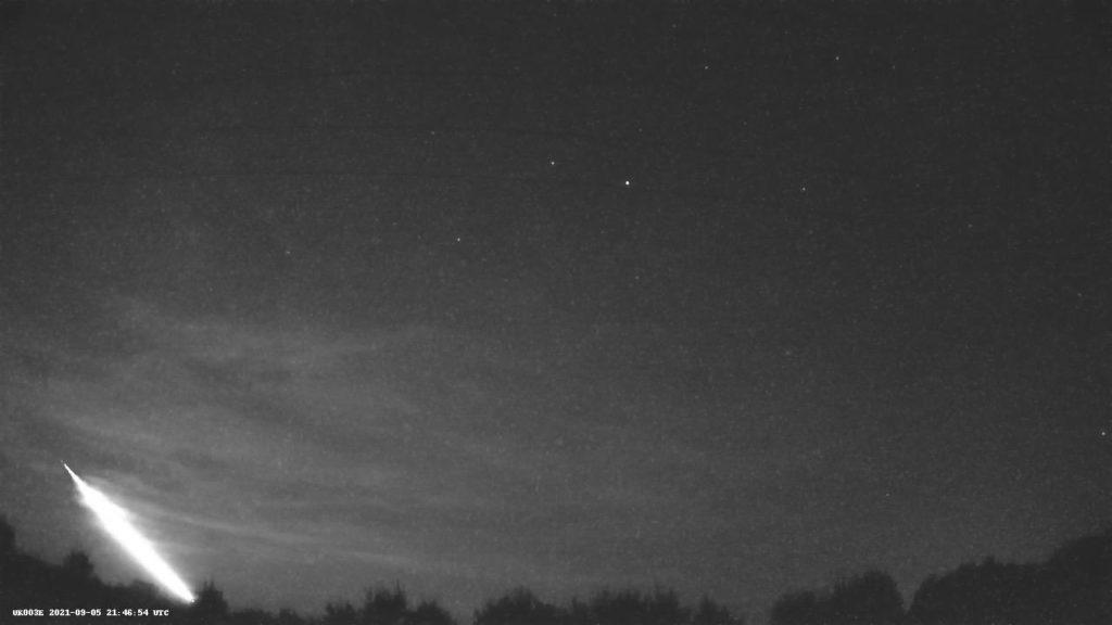 Figure 4- September 5, 2021, 21h47 UT fireball captured by UKMon Wilcot station. Credit: UKMon